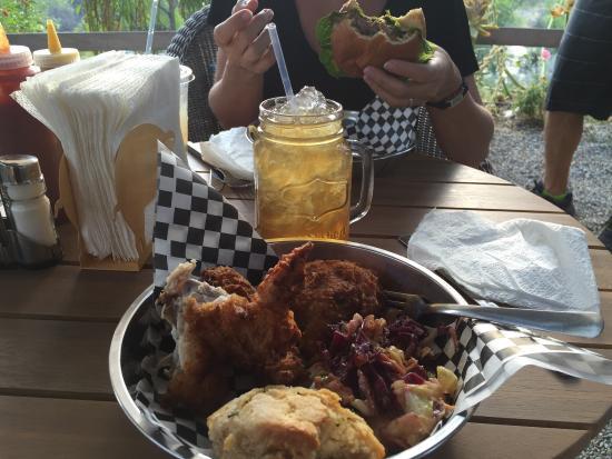 Three Rivers, كاليفورنيا: Sooooo delicious.... buttermilk chicken