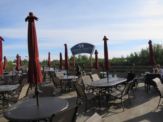 Fairbanks Princess Riverside Lodge: Riverside deck patio dining by the Chena River