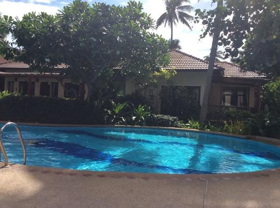 Baan Chaweng Beach Resort & Spa: Pool ..lovely but bit small