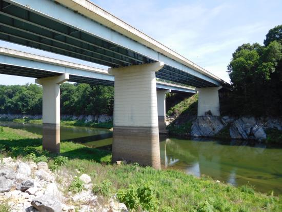 Winged Deer Park : In 2014, the water level was close to the dark mark on the bridge support