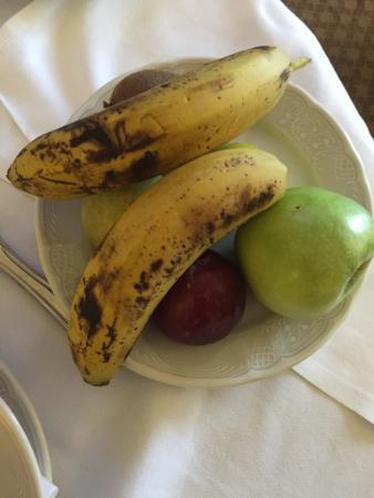 Dan Tel Aviv Hotel: Disgusting room service breakfast