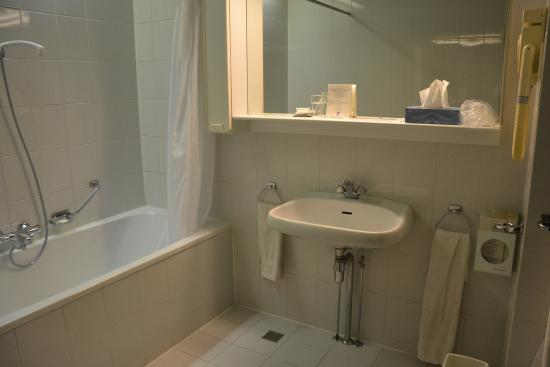 Hotel Leeuwenbrug: Nice big and very clean bathroom