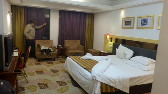 Union Alliance Atravis Executive Hotel: chambre du côté rue