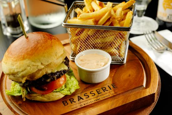 Ballygarry House Hotel & Spa: Dining at The Brasserie
