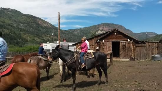 Hanna, UT: The wrangler at Defa's is ready with plenty of horses.  Reservations not needed.