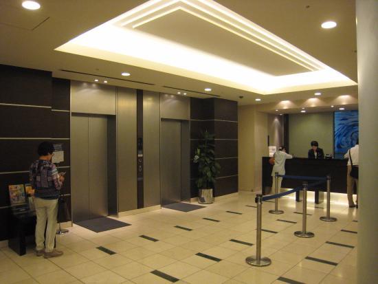 上司やお客様と乗るときのエレベーターのマナー|上座と下座の見分け方は?