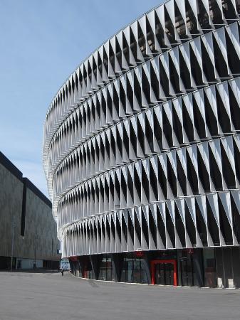Athletic Club de Bilbao: スタジアムの外壁は全てルーバーで構成されている