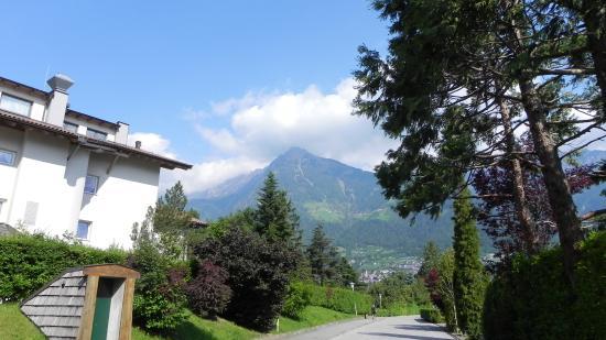 Hotel Sonnbichl: vue sur Dorf Tirol depuis l'Hôtel