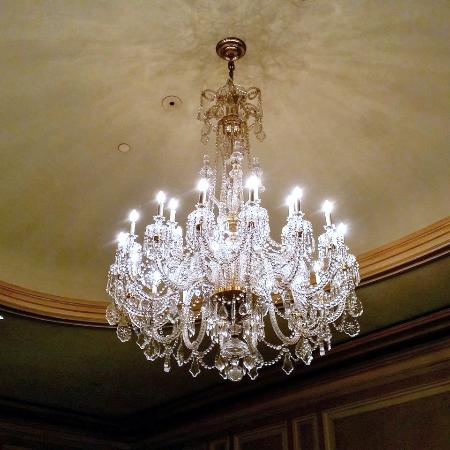 Sir Stamford At Circular Quay Hotel Sydney: The Elegant Chandelier In The Dining  Room