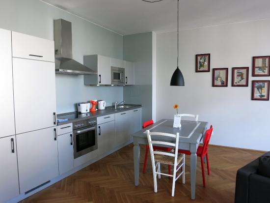 The Circus Apartments: Nice kitchen