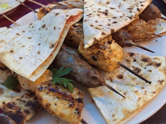 Mislata, Испания: Pinchos de pollo y de cordero