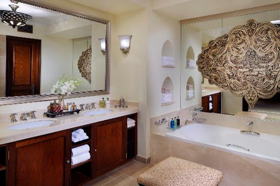 Residence & Spa at One&Only Royal Mirage Dubai: Executive Suite Bathroom, Residence & Spa