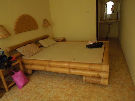 Citrus Tree Villas - Widia : letto in bambù.