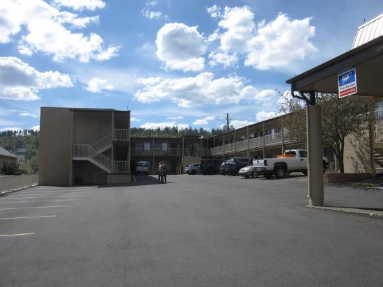 Highland Country Inn : View from street