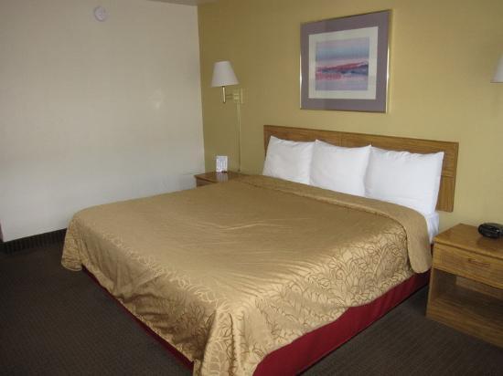 Highland Country Inn : The room