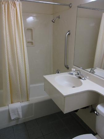 Highland Country Inn : Bathroom