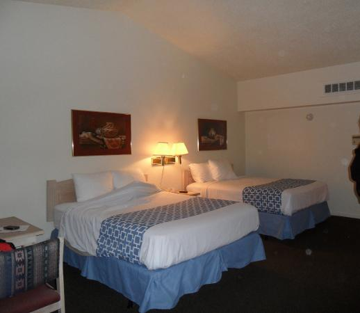 Whites City, NM: Queen size beds.