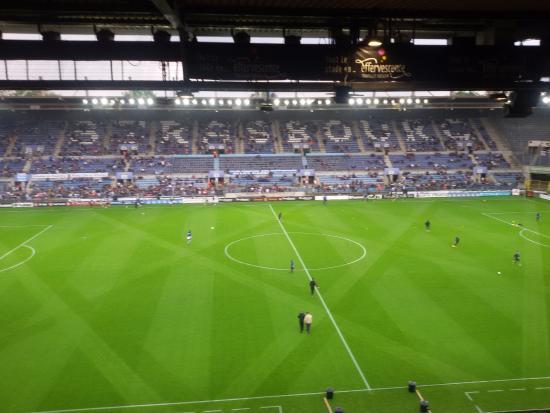 Le stade 1h avant le coup d 39 envoi avec une pelouse digne for Pelouse
