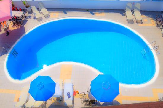 Louvre Hotel: Swimming Pool!!