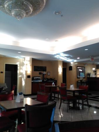 Comfort Suites Cincinnati Airport 76 ̶9̶6̶ Updated