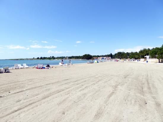 Zaton Holiday Resort: Beach.