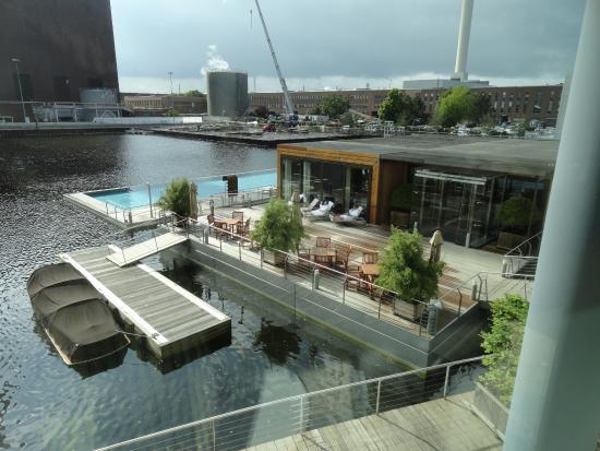 The Ritz-Carlton, Wolfsburg: Heated swimming pool looks great.