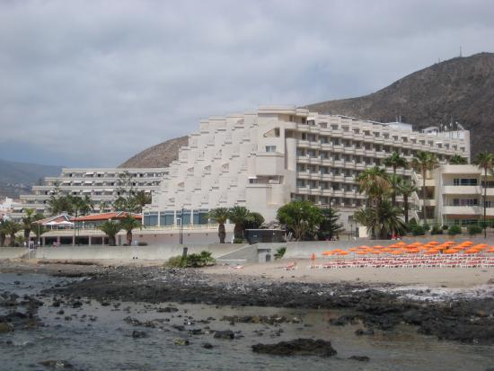 Spring Arona Gran Hotel: The rooms on the right are south facing with side-sea view