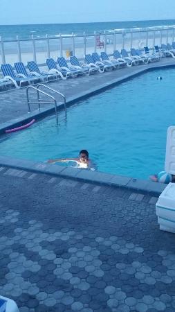 Islander Beach Resort: 20160602_203031_large.jpg