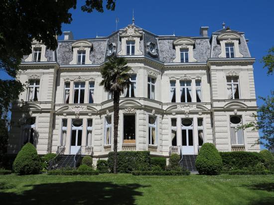 Chateau De Verrieres: Côté parc