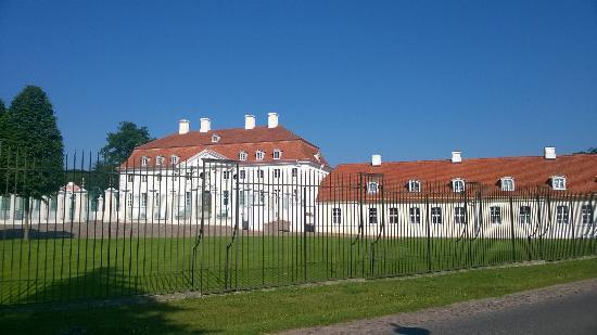 Gransee, Deutschland: Schloß Meseberg, Gästehaus der Regierung, nebenan