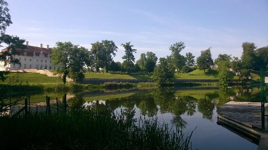 Gransee, Deutschland: Schloß Meseberg mit Schloßsee, Zugang auch für Hotelgäste