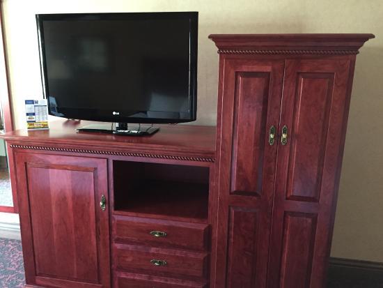 Comfort Inn Lakeside: TV, Fridge behind door #1 and closet behind door #2!