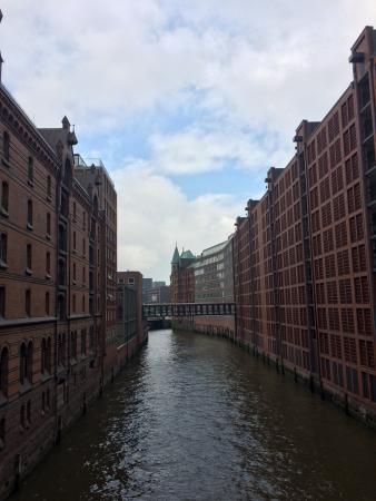 HafenCity: Definitiv sehenswert zu Fuß oder im Boot