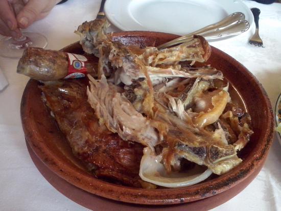 Roa, Spania: cordero asado