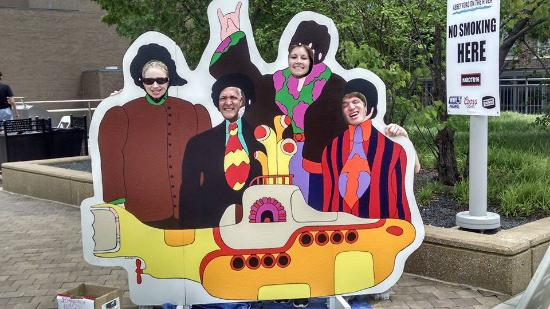 Abbey Road On The River : Yellow Submarine photo op!