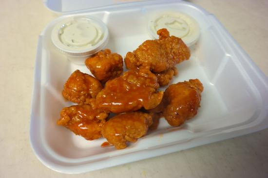 Camden, OH: Great Chicken with Hot Sauce! Yummm!