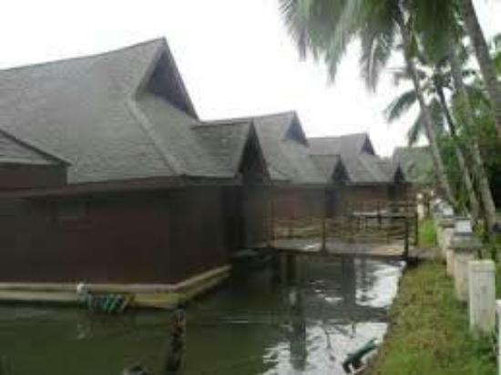 Club Mahindra Back Water Resort: images_large.jpg