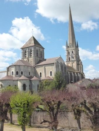 Saint-Savin, ฝรั่งเศส: view from riversride
