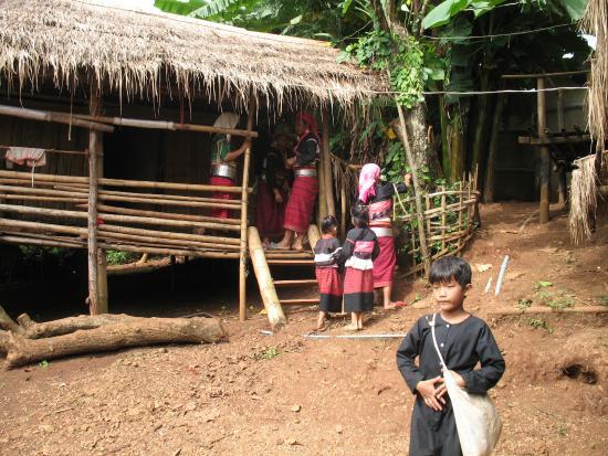 หมู่บ้านลาหู่