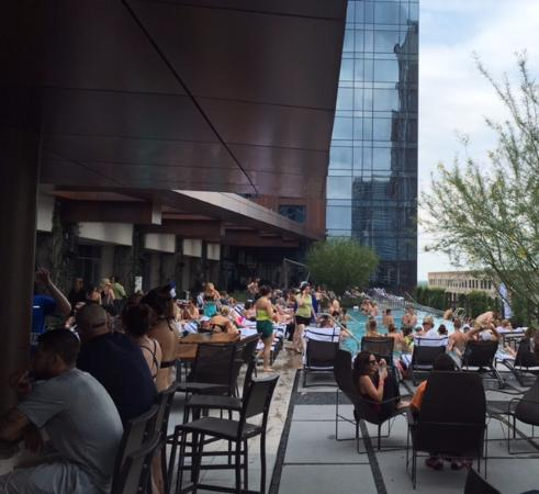Jw Marriott Austin Saay Afternoon At The Pool Bar