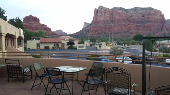 Wildflower Inn at BellRock: Common patio on second floor has nice view and seating!
