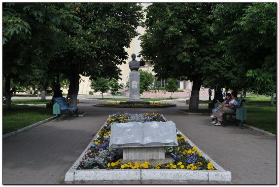 Statue of Esenin