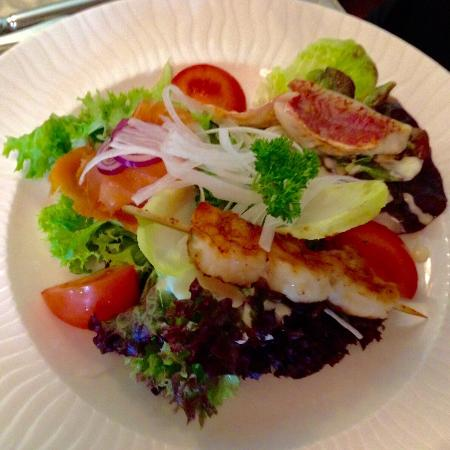 Salade de la mer au filet de rouget scampi et saumon fum photo de le jardin gourmand - Le jardin gourmand luxembourg ...
