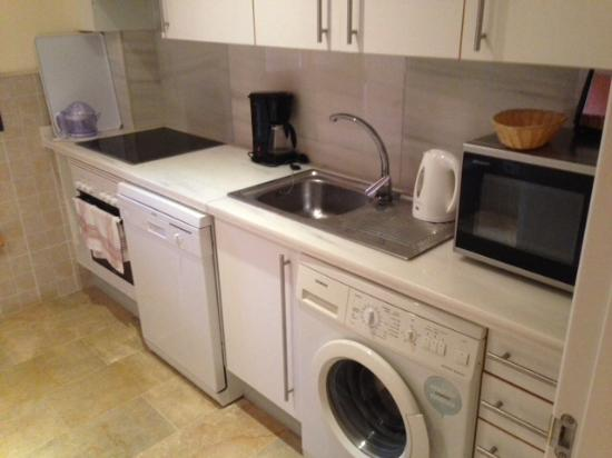 Albayt Resort: Kitchen