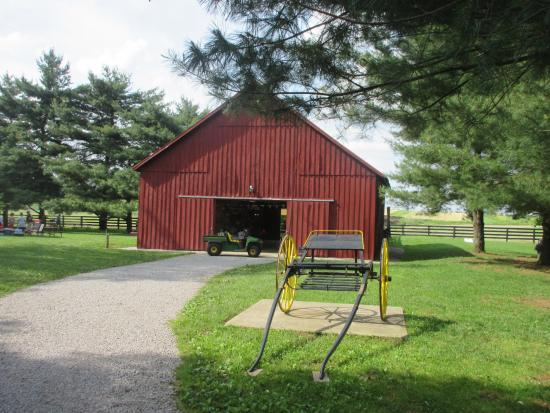 Waveland State Historic Site: Old barn