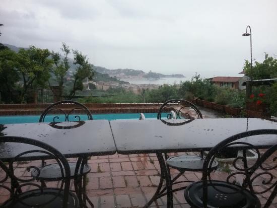 B&B Al Lizzo: veduta panoramica sul golfo dei poeti e piscina in giardino