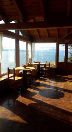 Hotel Huemul: Vista del lago