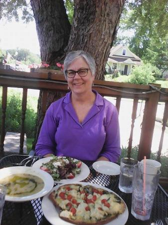 Lanesboro, MN: the terrace is nice.............good food and my sister