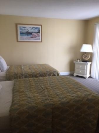 Aqua Beach Resort: 2 full beds