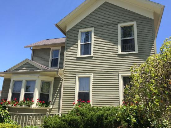 New Buffalo, MI: Set in a house